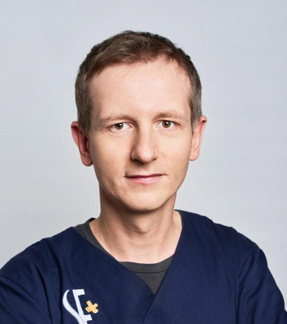 lekarz stomatolog Paweł Romanowicz