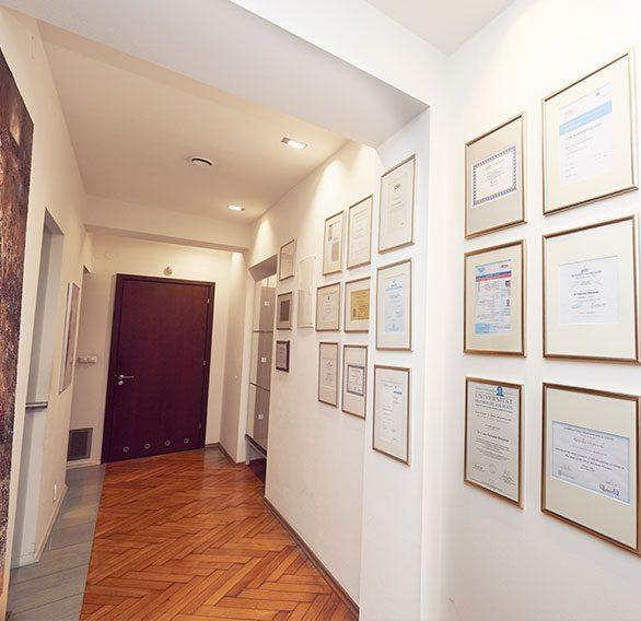 korytarz w klinice stomatologicznej